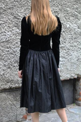 Vintage czarna aksamitna...