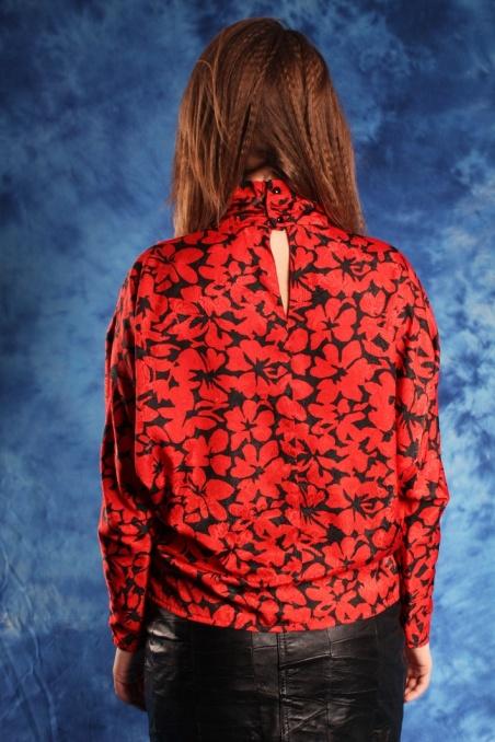 Vintage czerwona wzorzysta...