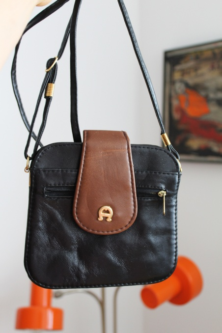 Vintage small real leather...