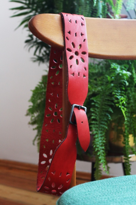 Vintage czerwony pasek z...